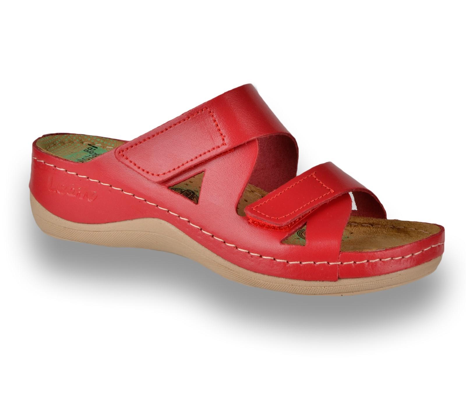 fc727d39a8 Protiskluzná obuv DINA červená Protiskluzná obuv s paměťovou stélkou